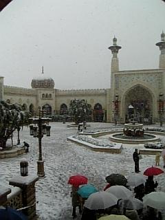 アラビアにも雪が降るのね〜